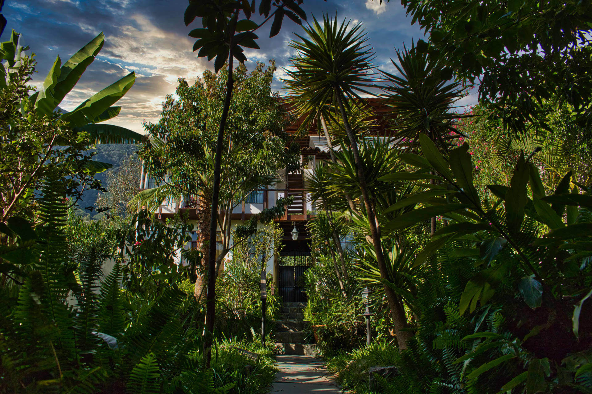 The Casa Lobo Bungalows garden is located in San Pedro la Laguna at the Lake Atitlán in Guatemala.